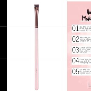 Flat Definer Eyeshadow Brush
